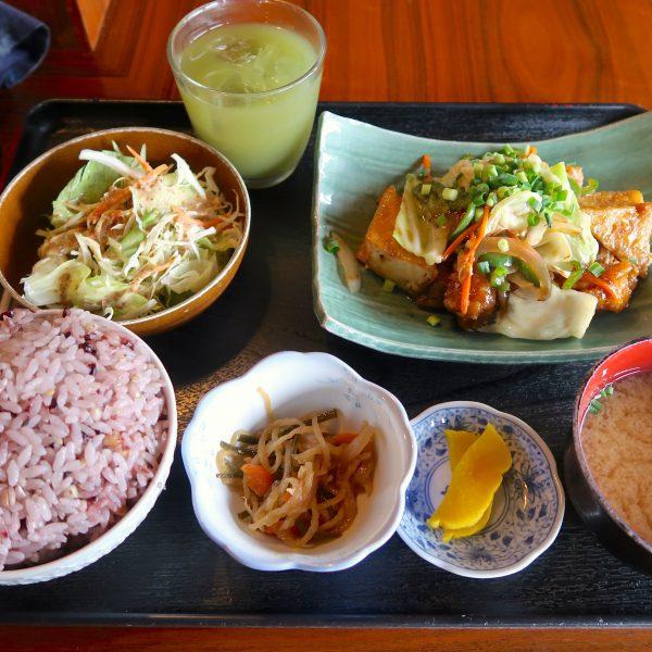 鶏肉と野菜の黒酢炒め定食(770円)+大盛(50円)