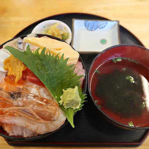 海鮮てぃーだ丼・大盛(950円)
