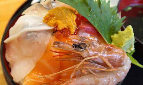食堂太陽(てぃーだ)で酢飯たっぷり海鮮丼大盛り!