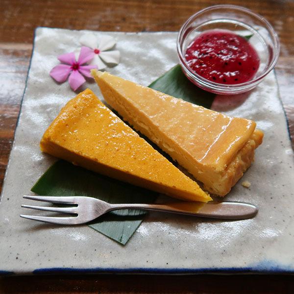 季節のケーキとチーズケーキのハーフ&ハーフ(400円)