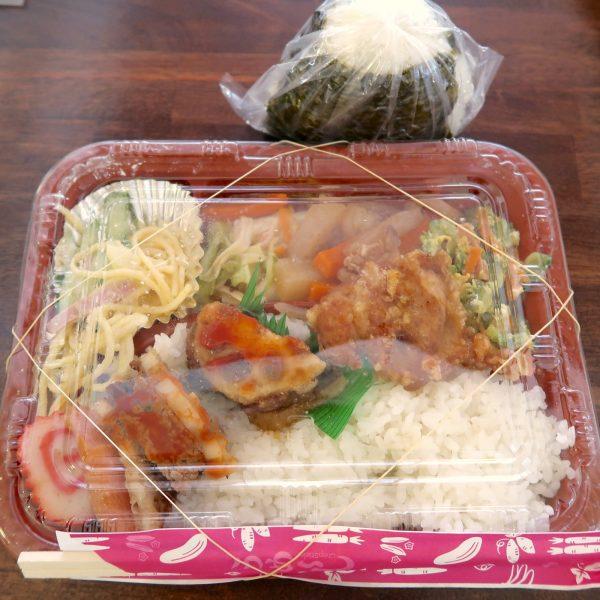 弁当(400円)+おにぎり(100円)