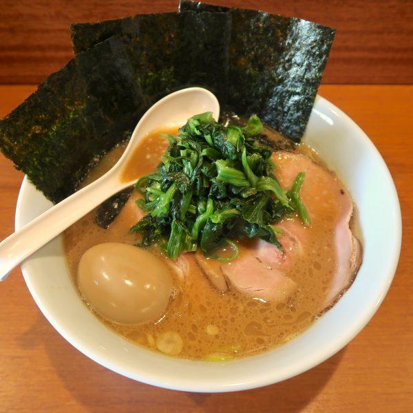 らーめん(750円)+煮玉子(100円)+ほうれん草増し(100円)