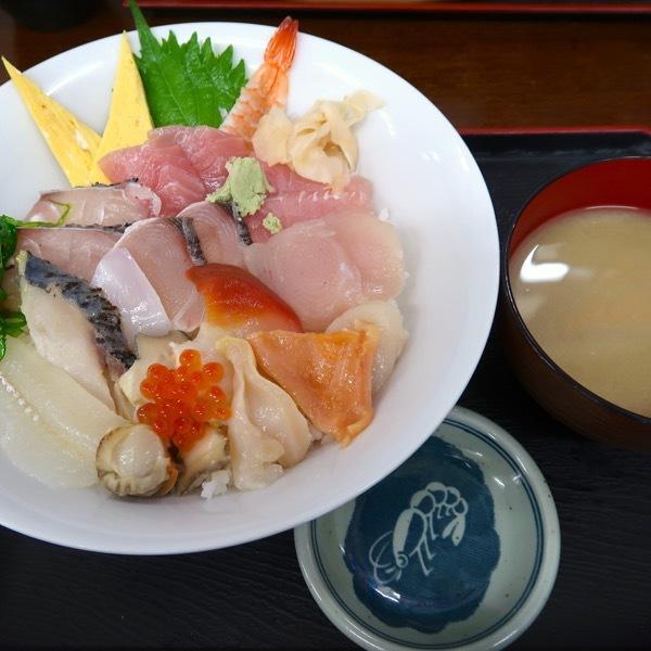 海鮮丼・上(900円)
