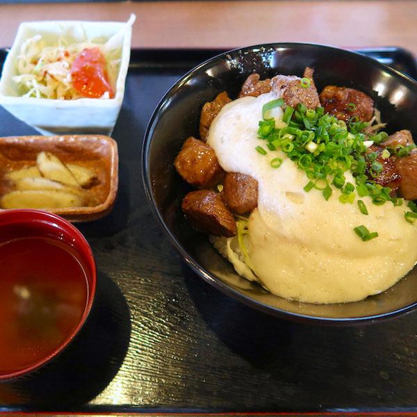 サイコロステーキ山かけスタミナ丼