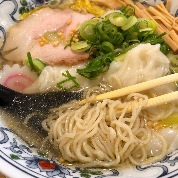 麺はすっきりとした細麺