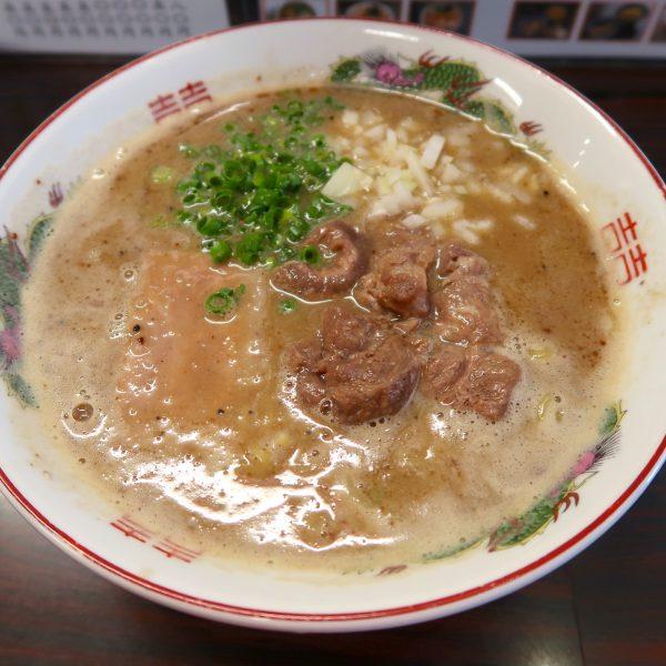 牛すじ炭焼ラーメン(750円)