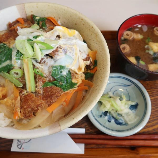 カツ丼(550円)