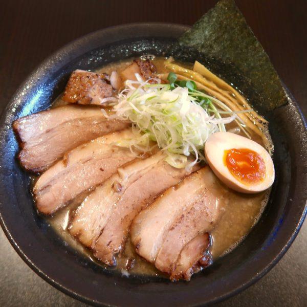 炙り肉そば(900円)