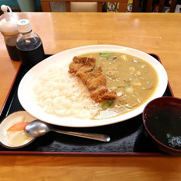 黄色いカレー(680円)+半かつ(200円)