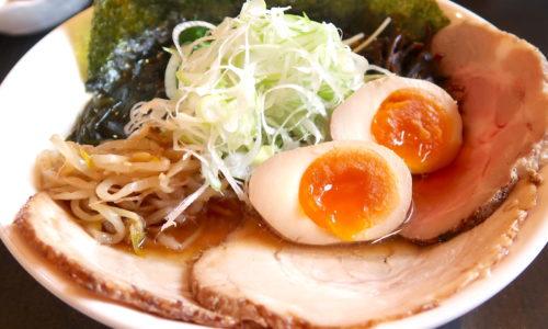 読谷「麺屋シロサキ」で限定のアゴだし×鶏だし醤油そば