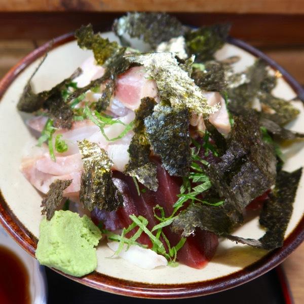 海鮮丼(800円)