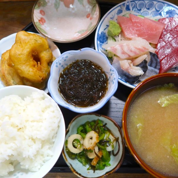 刺身定食(600円)