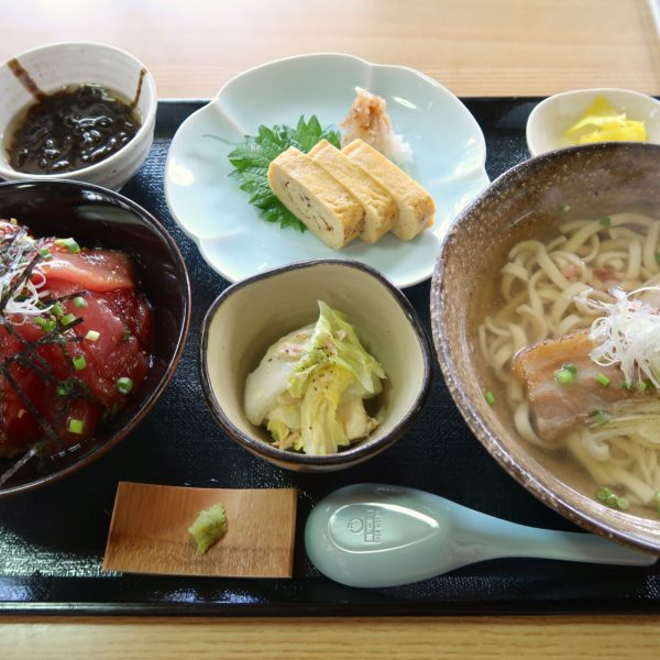 マグロ漬け丼ぶりセット(1,080円)