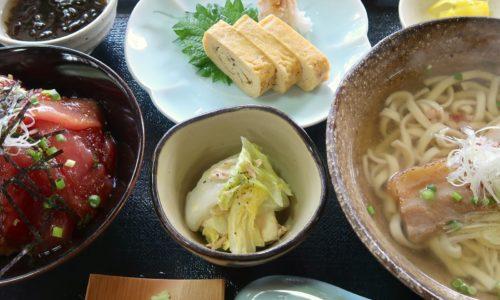 那覇・泊「すぅ~ぎぃ~じぃ」でマグロの漬け丼&そばセット