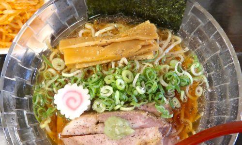 沖縄市「ラーメンLab ソウハチヤ」で限定・冷やし煮干しラーメン